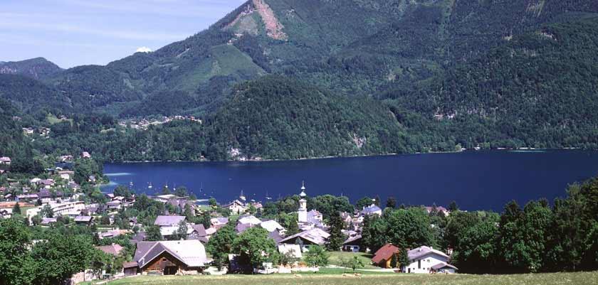 Austria_Salzkammergut_St-Gilgen_Town-lake-view.jpg